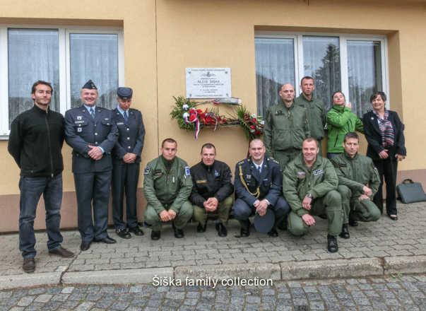 sent Dagmar Johnson 30/06/148.Příslušníci 213. Letky, nesoucí čestný název Šiškova213 Members of the 8th squadron, bearing the honorary title Šiškova