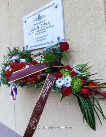 sent Dagmar Johnson 30/06/149.Pamětní deskaMemorial plaque